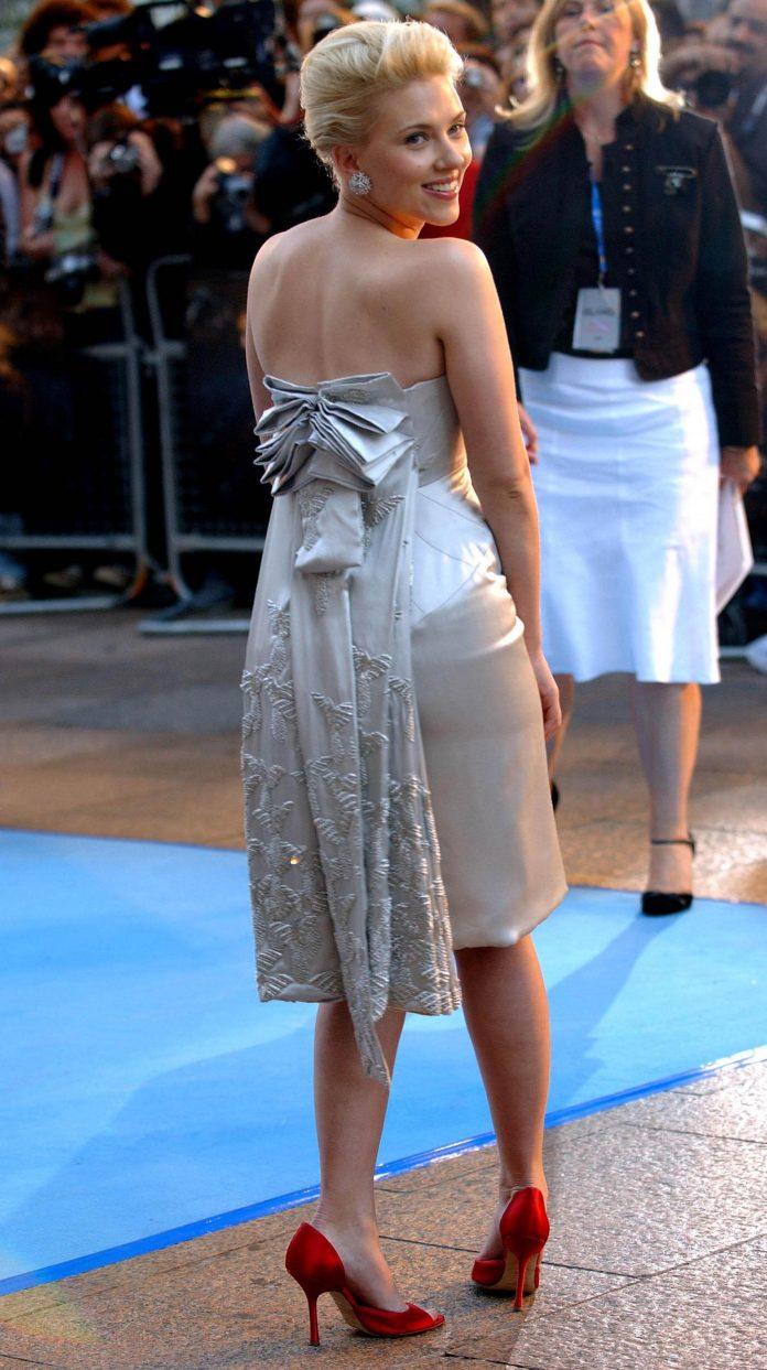Scarlett Johansson sexy booty