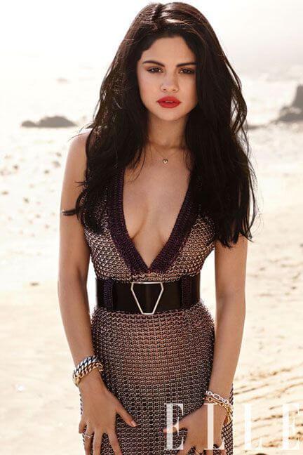 Selena Gomez sexy cleavage pic