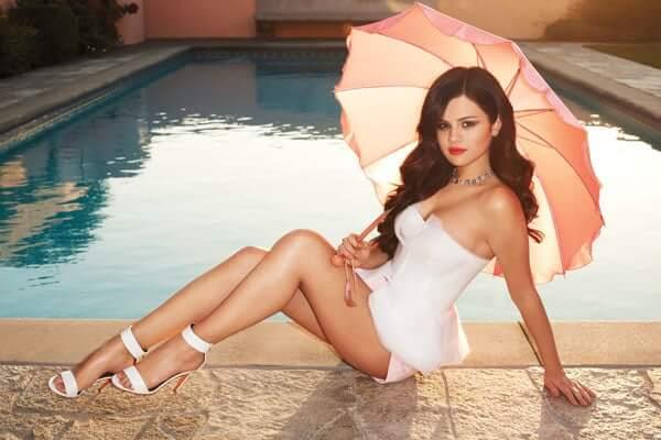 Selena Gomez sexy image