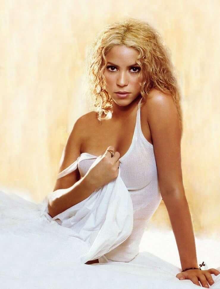 Shakira hot busty