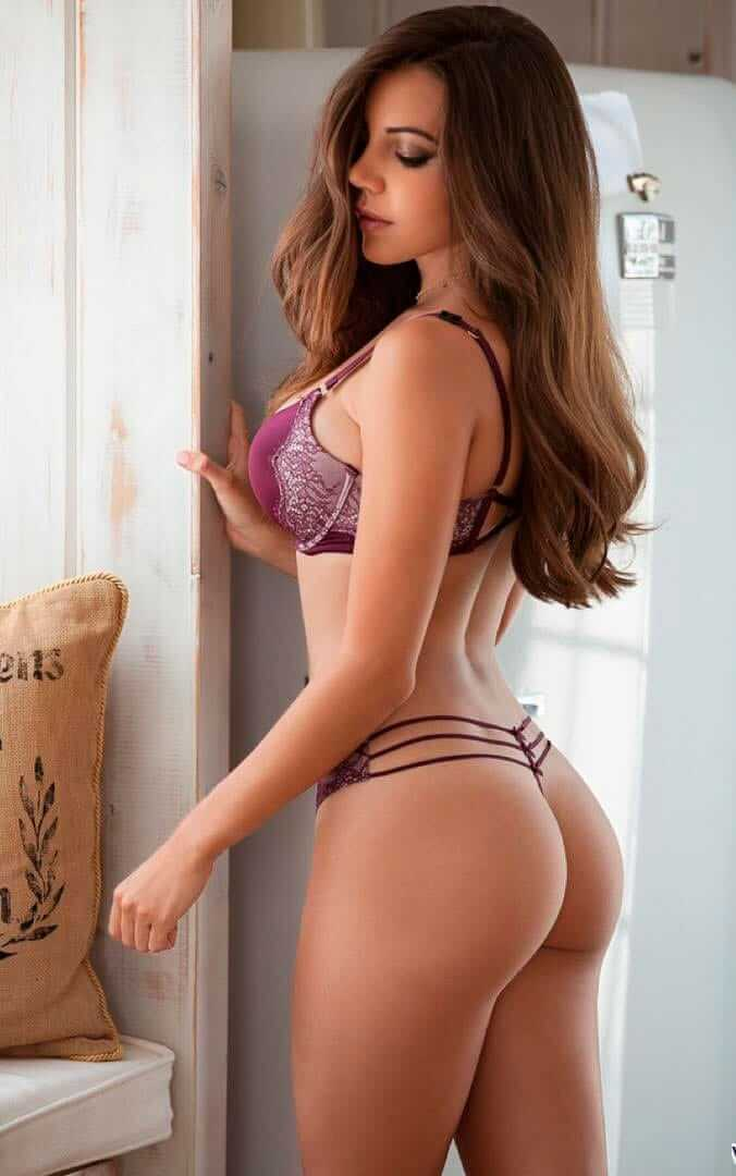 Shelby Chesnes sexy butt pic