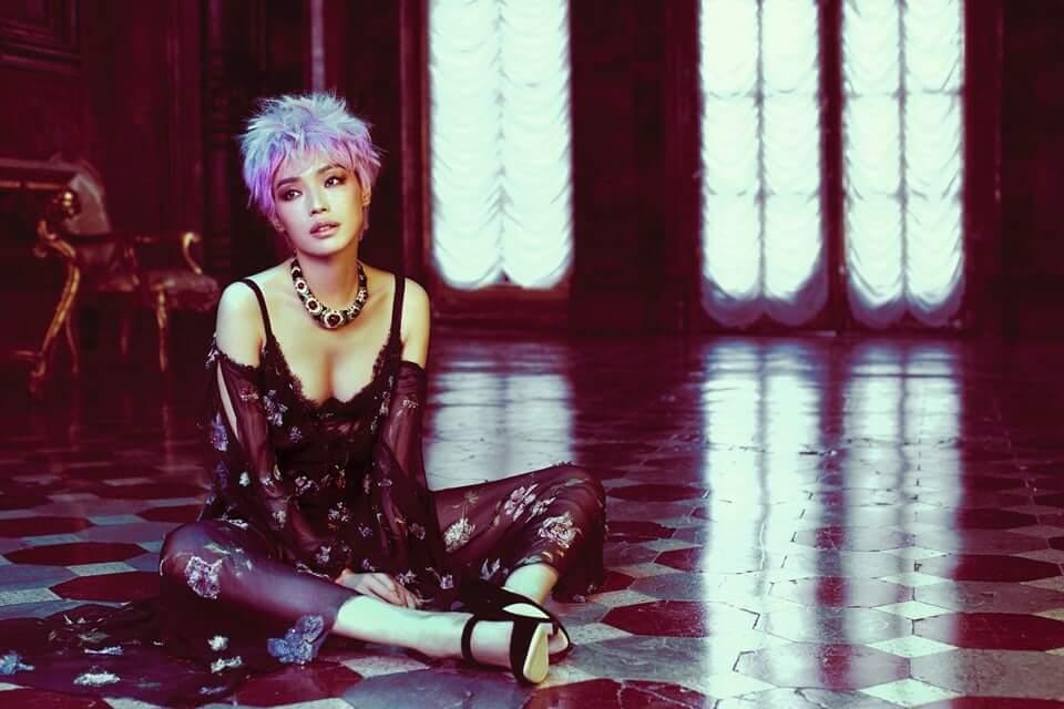 Shu Qi hot cleavage pic