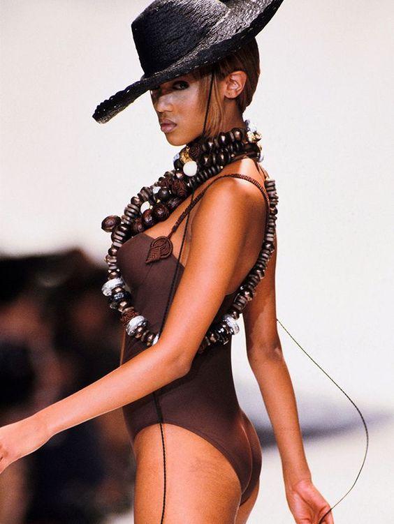 Tyra Banks hot booty