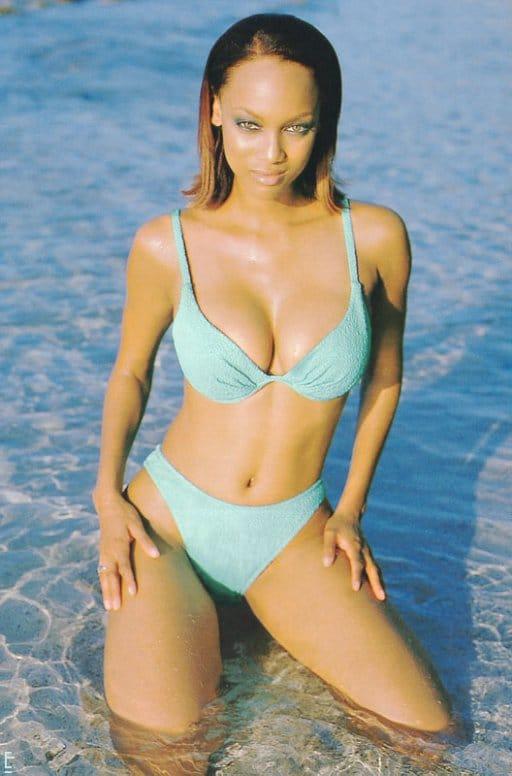 Tyra Banks sexy lingerie pics