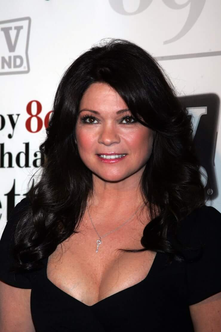 Valerie Bertinelli cleavage pics (2)