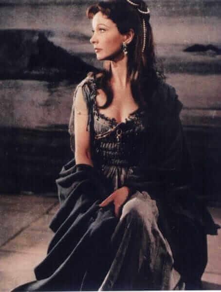Vivien Leigh hot cleavage