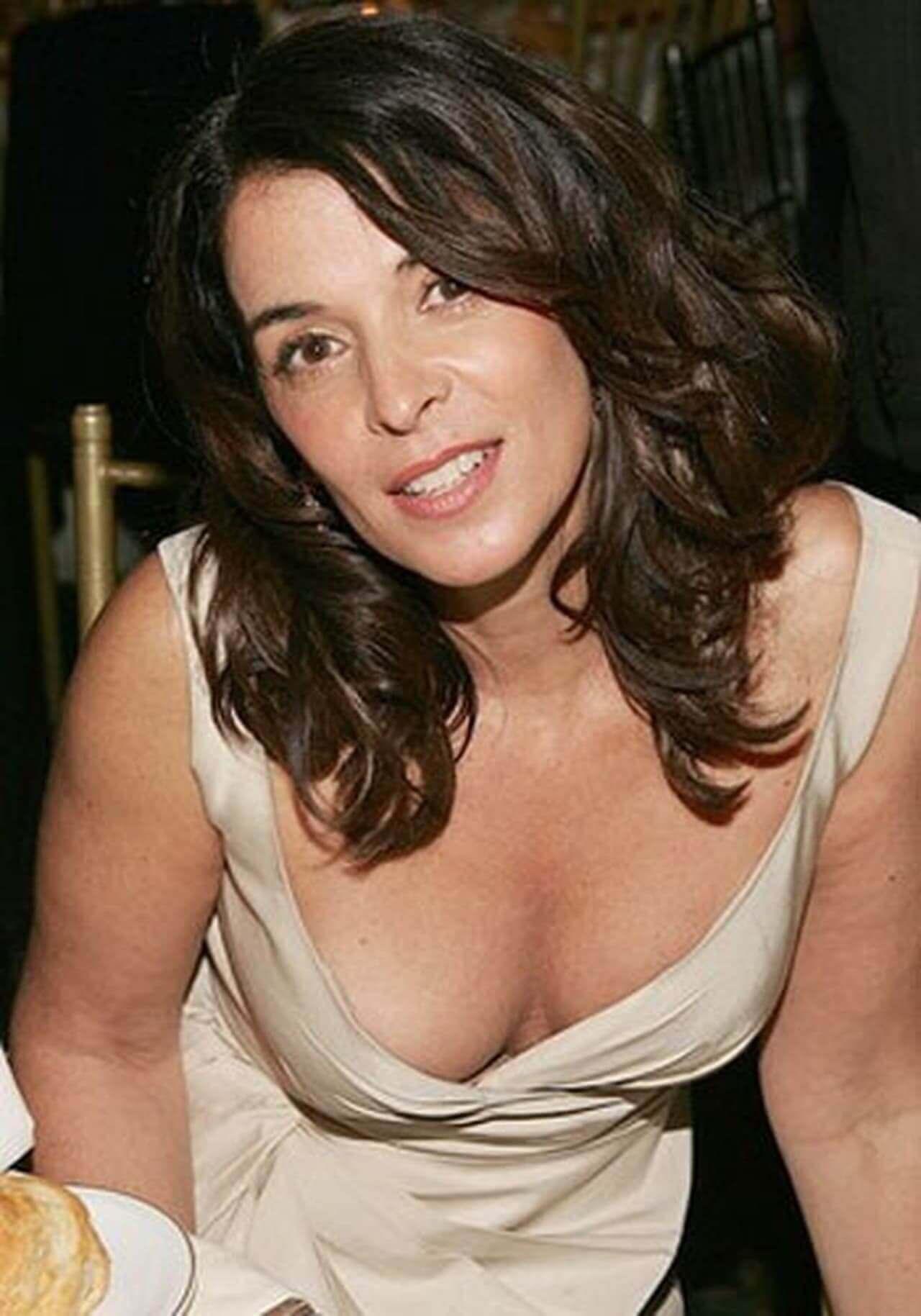 annabella sciorra cleavage pics