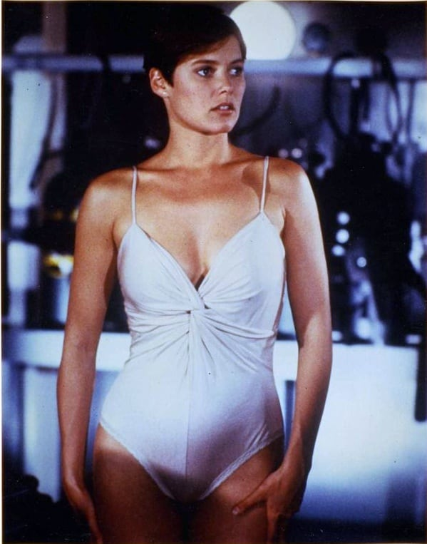 carey lowell hot pictures
