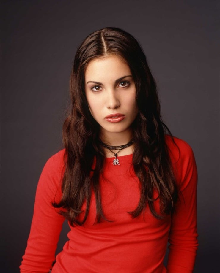 61 Sexy Pictures Of Carly Pope Which Demonstrate She Is The Hottest Lady On Earth | GEEKS ON COFFEE