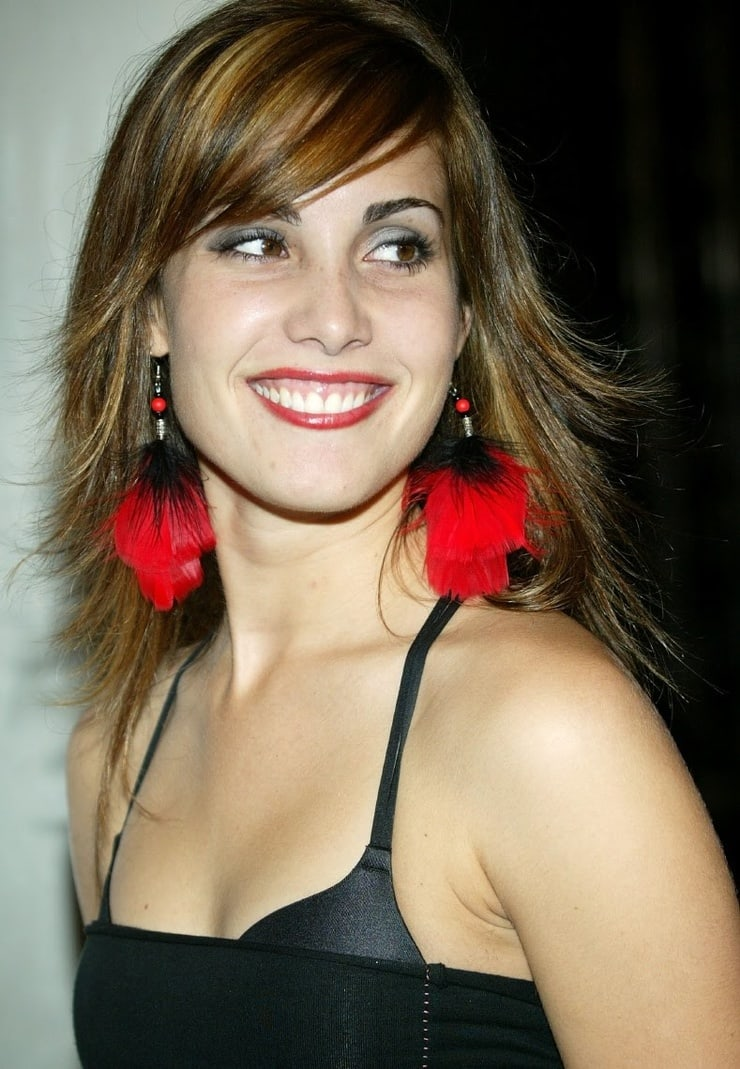 carly pope hot photo