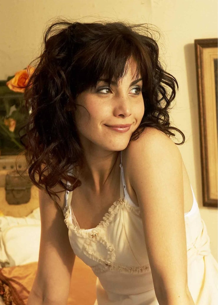carly pope looking hot