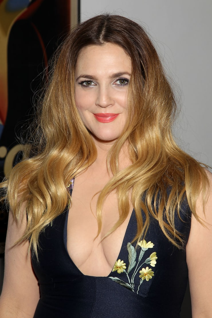 drew barrymore cleavage pics