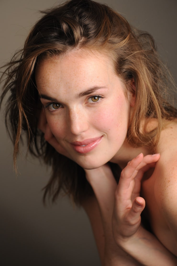 elizabeth henstridge hot
