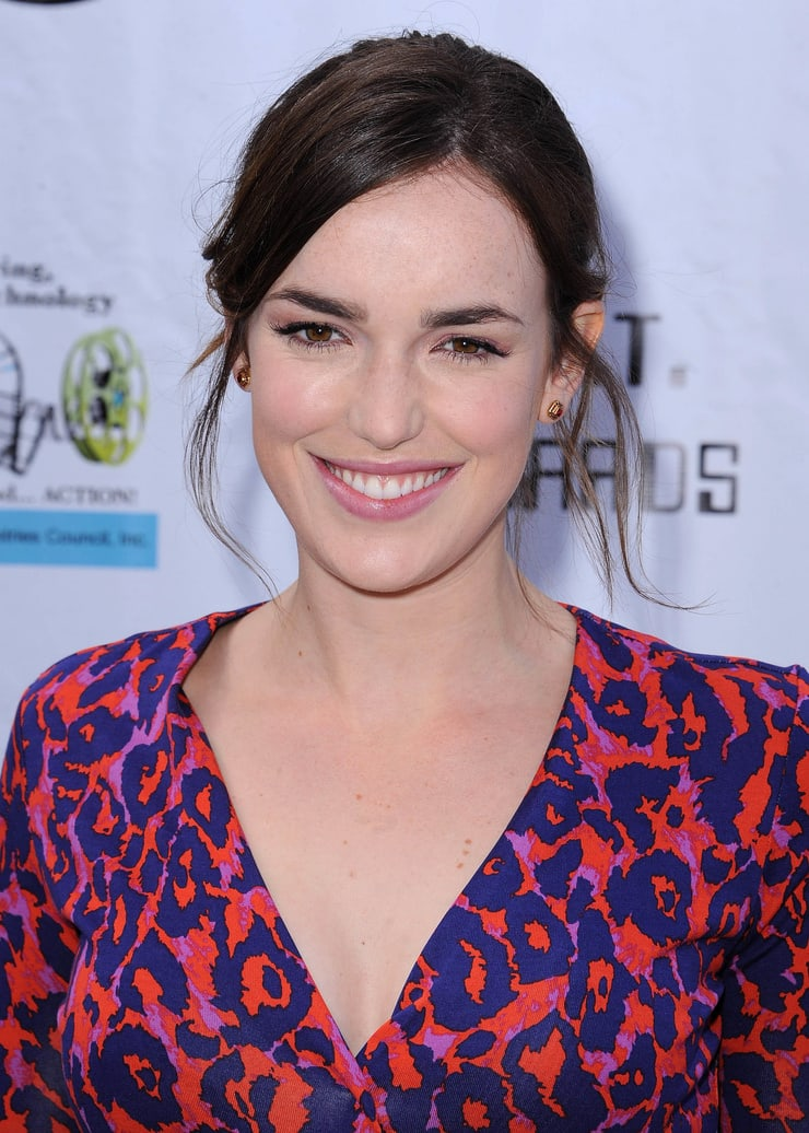 elizabeth henstridge wow