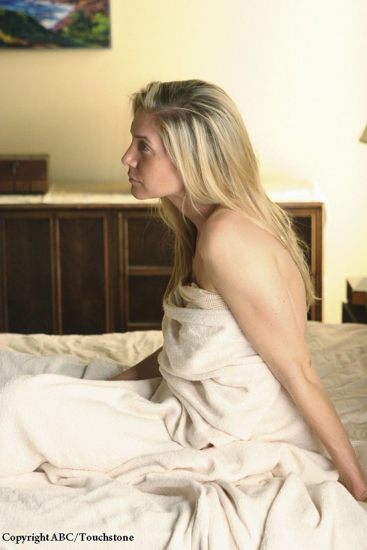 elizabeth mitchell hot photo