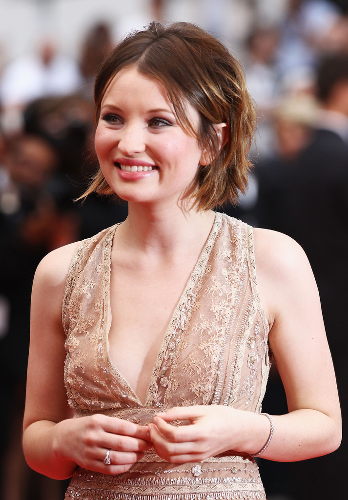 emily browning cleavage pics