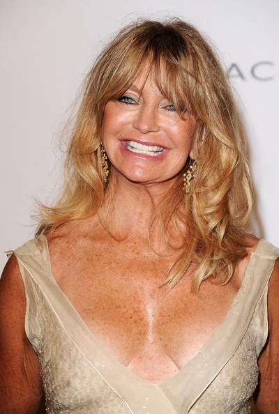 goldie hawn cleavage