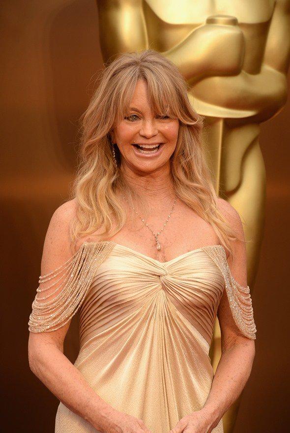 goldie hawn hot cleavage
