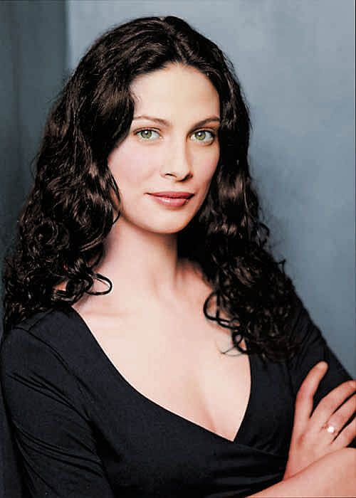 joanne kelly cleavage pictures