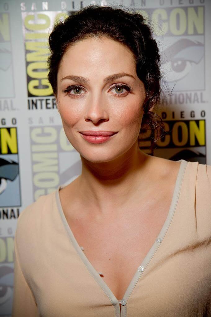 joanne kelly cleavage