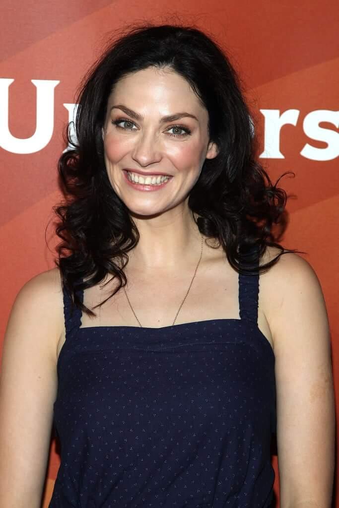 joanne kelly hot smile
