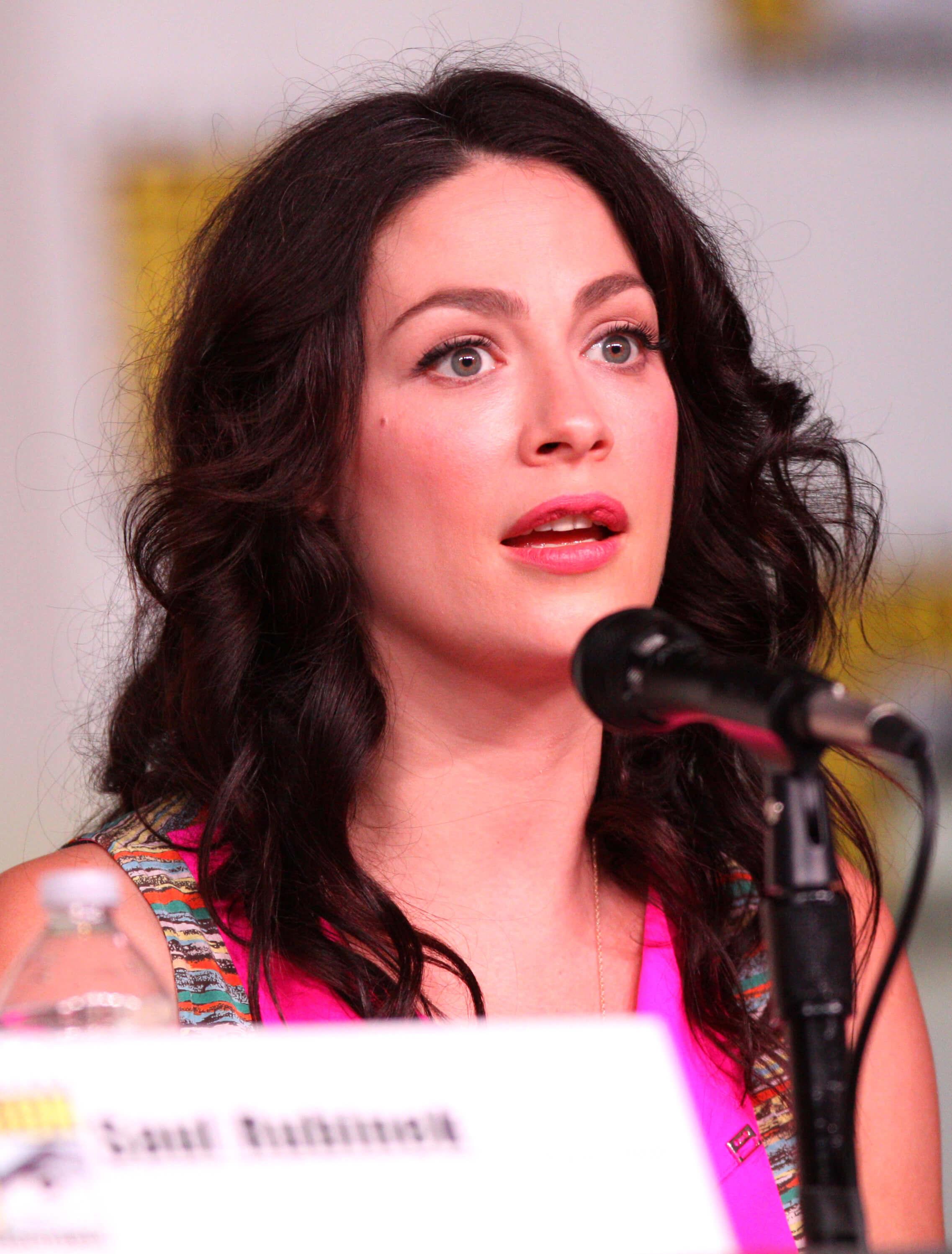 joanne kelly on the mic