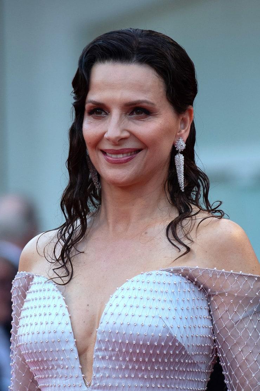 juliette binoche sexy dress