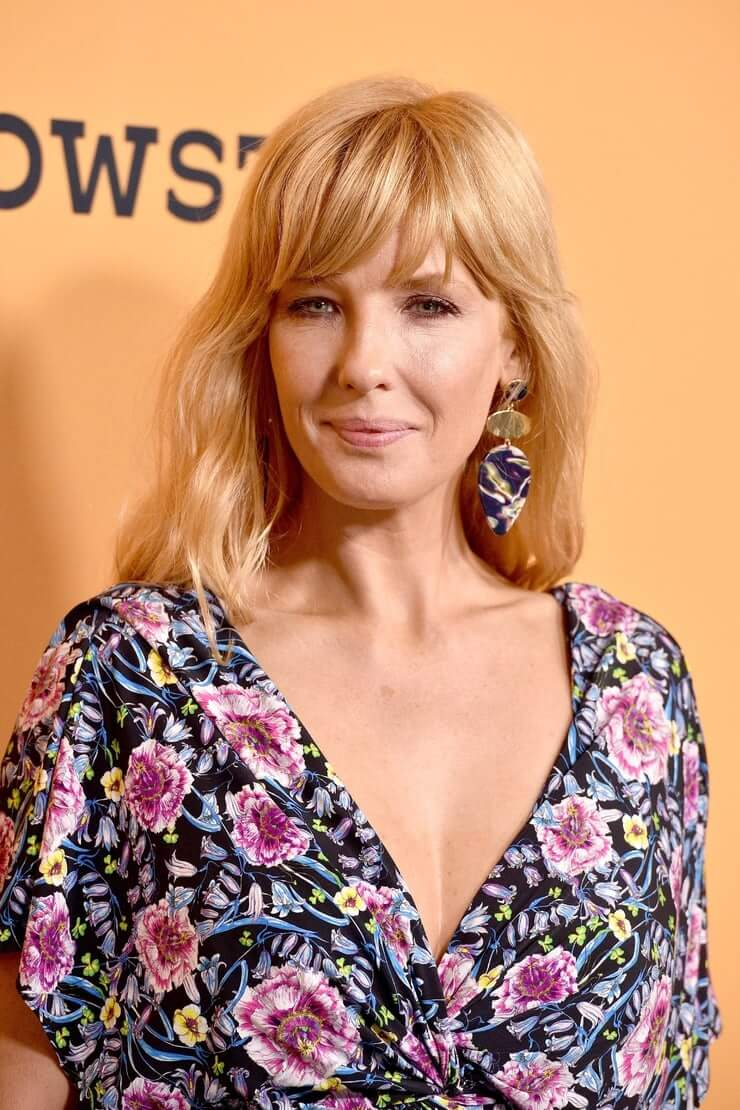 kelly reilly hot cleavage