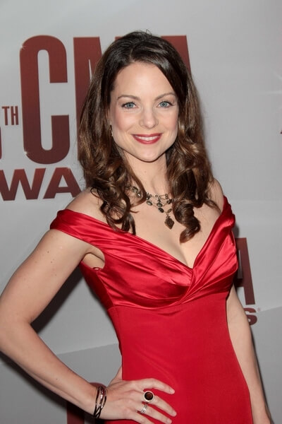 kimberly williams-paisley cleavage