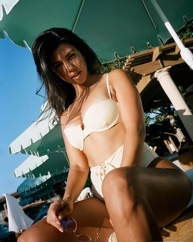 kourtney kardashian bikini pics