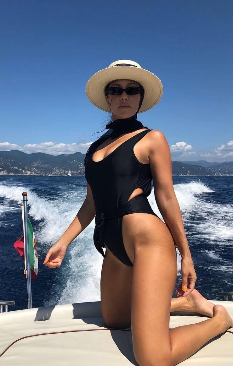 kourtney kardashian swimsuit pics