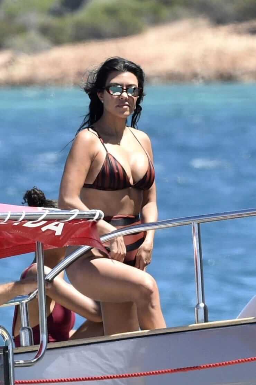 kourtney kardashian too hot