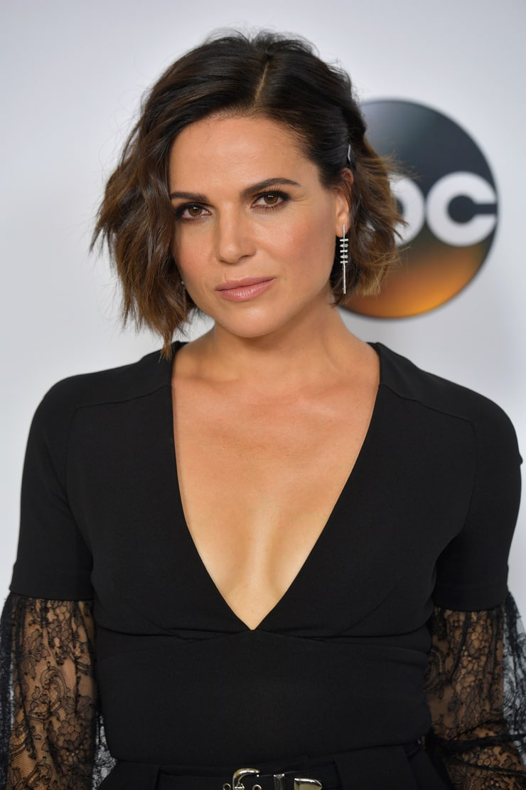 lana parrilla sexy cleavage