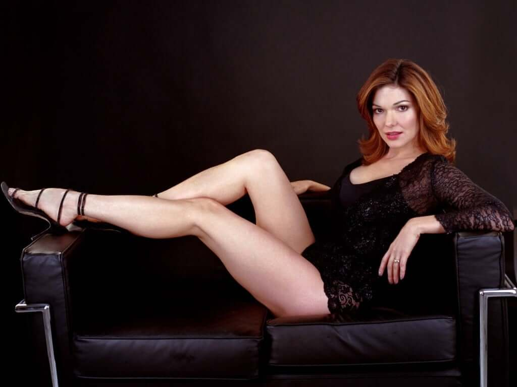 laura harring thighs pics