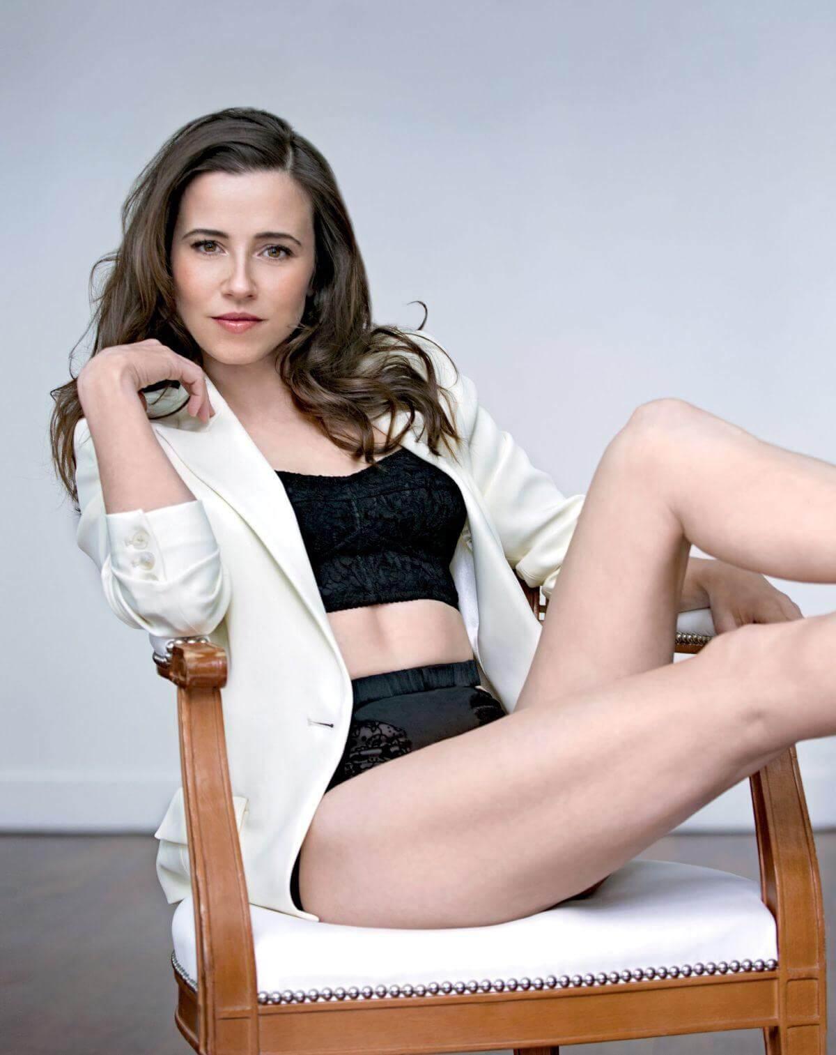 linda cardellini thighs