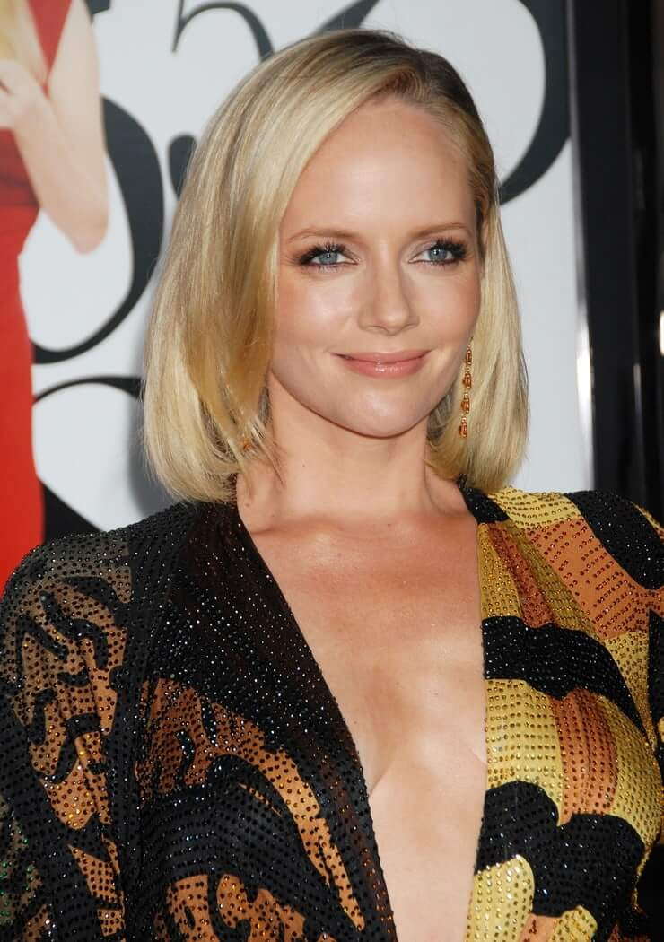 marley shelton sexy cleavage
