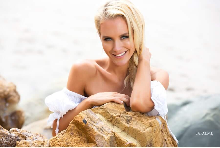 nicky whelan hot smile