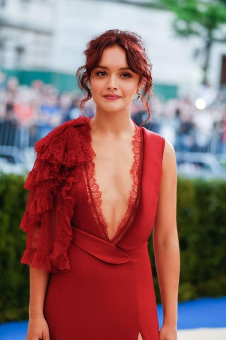 olivia cooke sexy cleavage