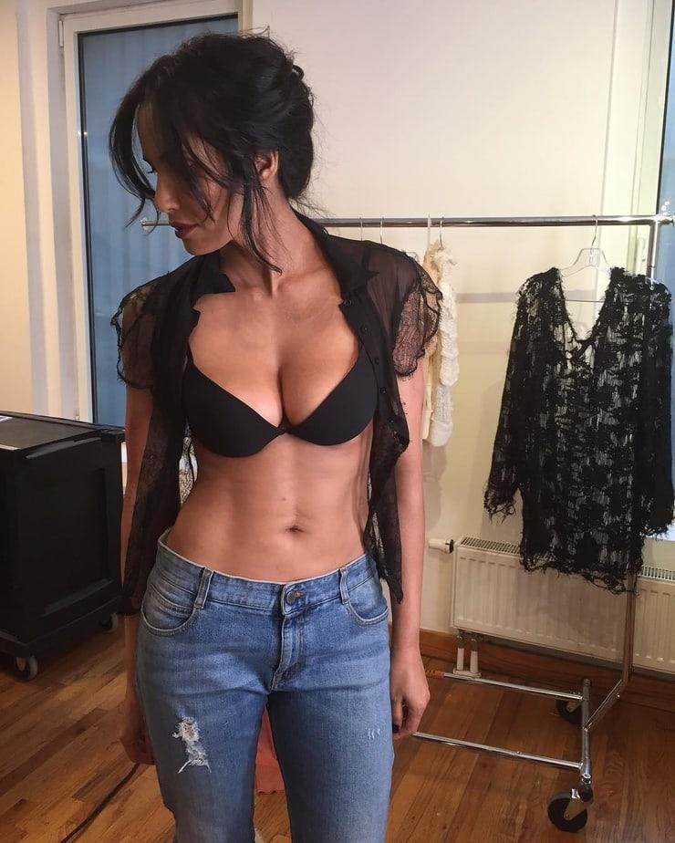 padma lakshmi sexy look