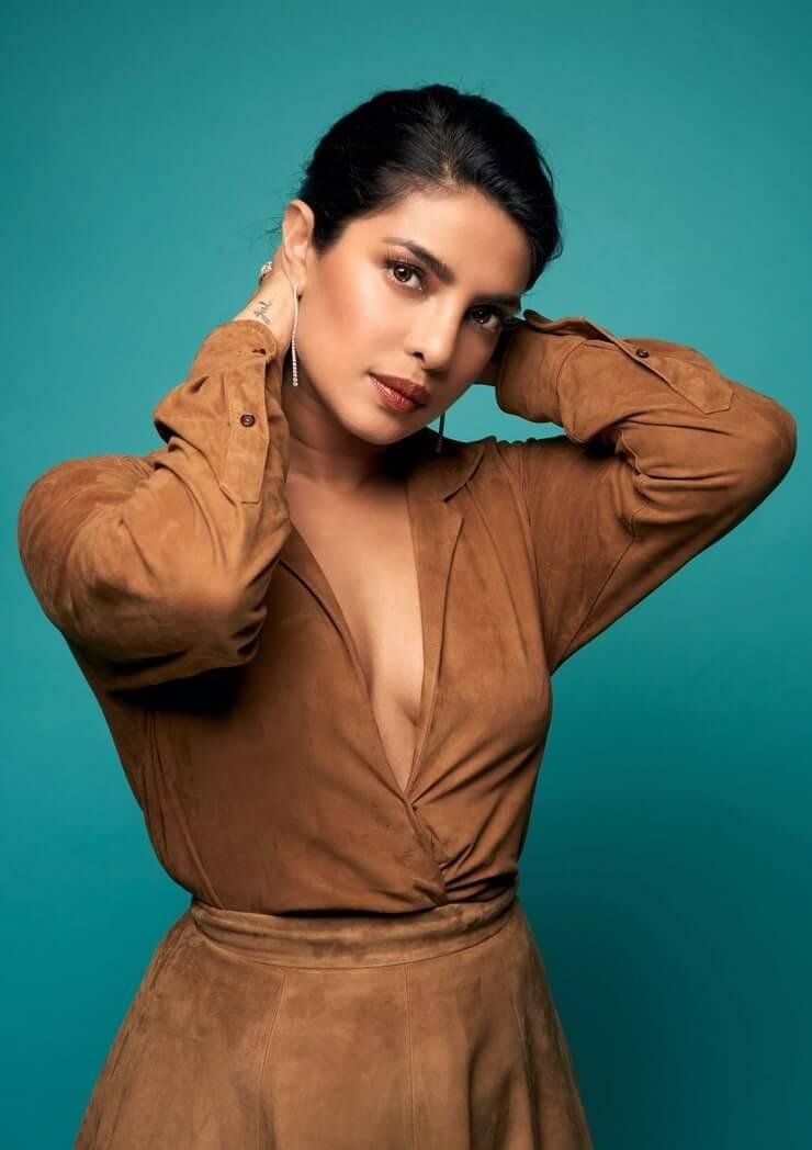 priyanka chopra sexy look