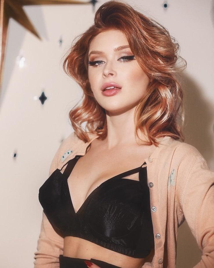 renee olstead hot cleavage