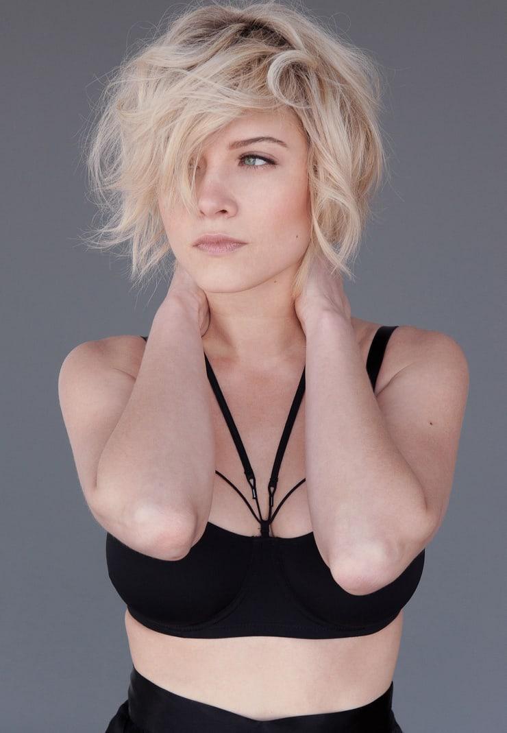 sarah jones sexy photo