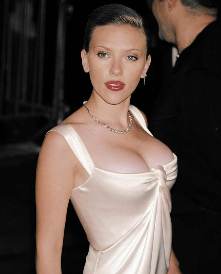 Scarlett johansson tits slip