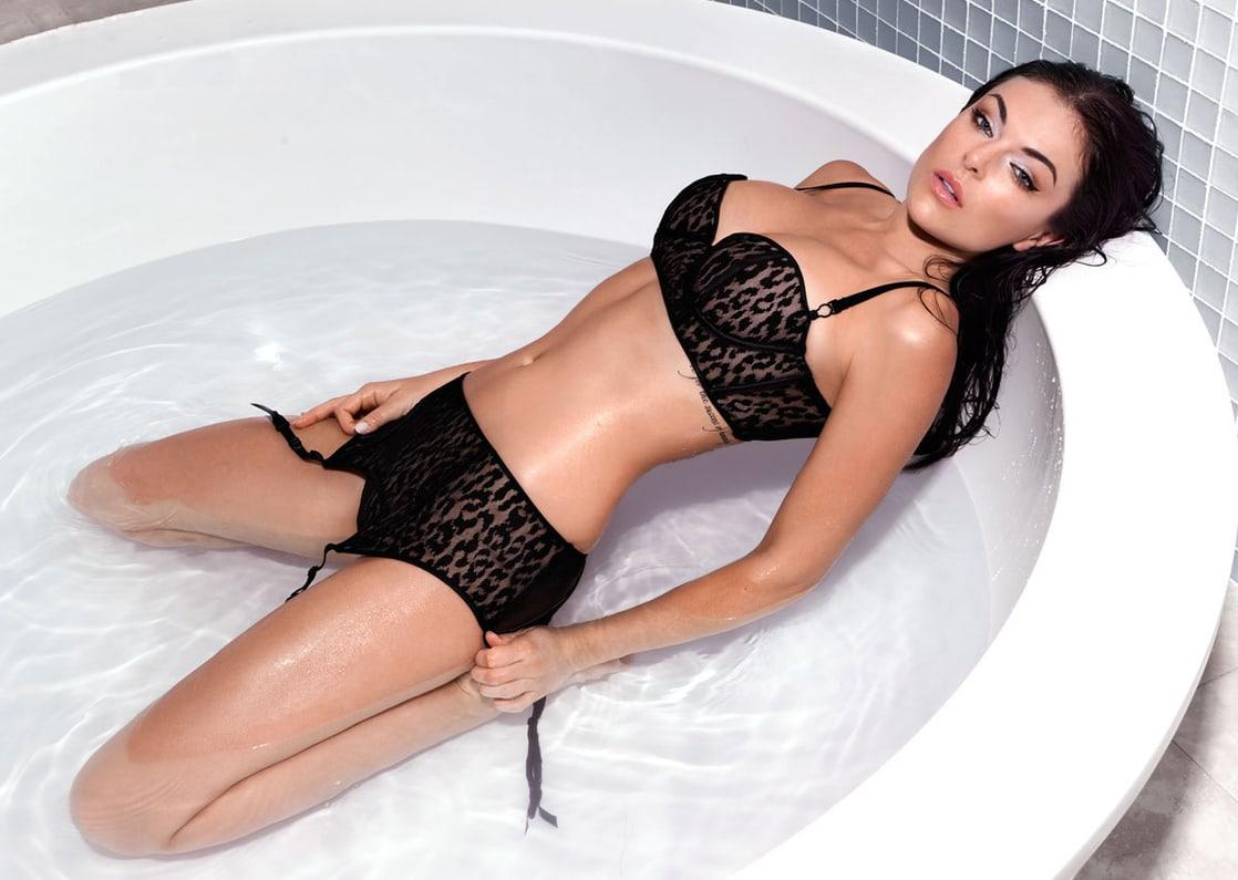 serinda swan black bikini