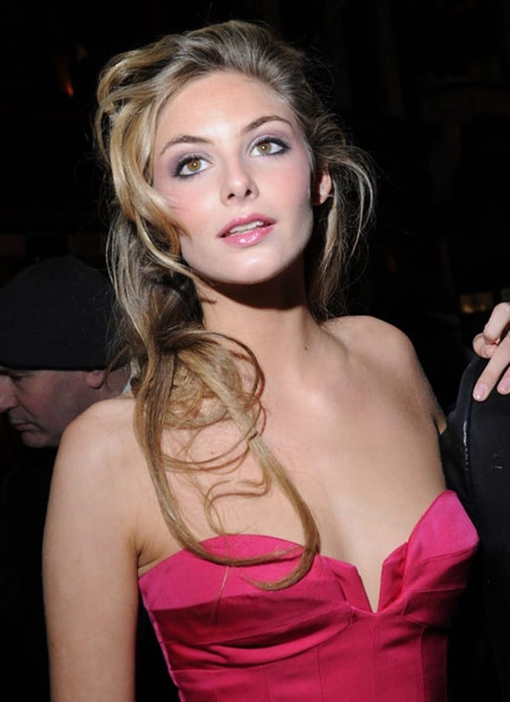 tamsin egerton hot cleavage