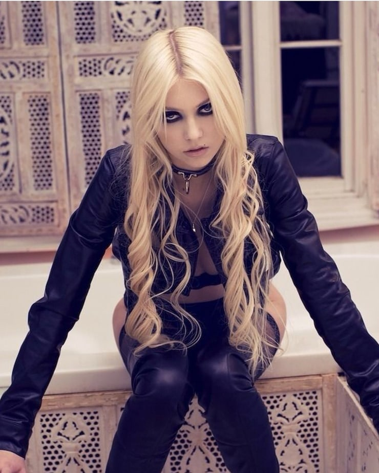taylor momsen hairstyle