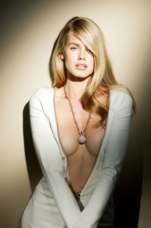 vanessa hessler sexy cleavage