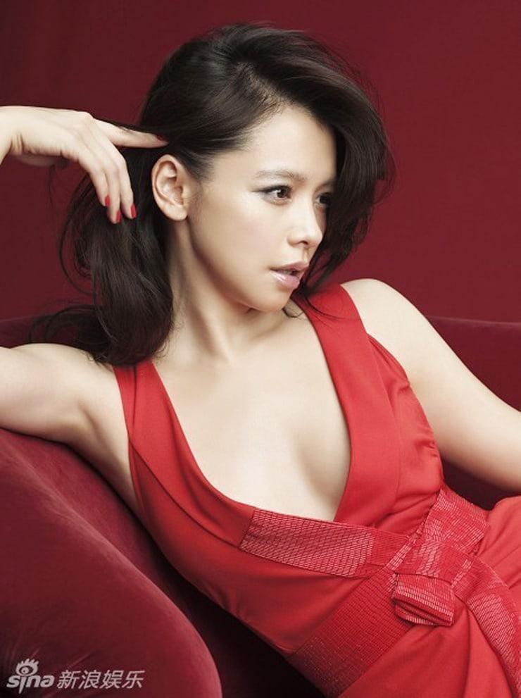 vivian hsu sexy cleavage