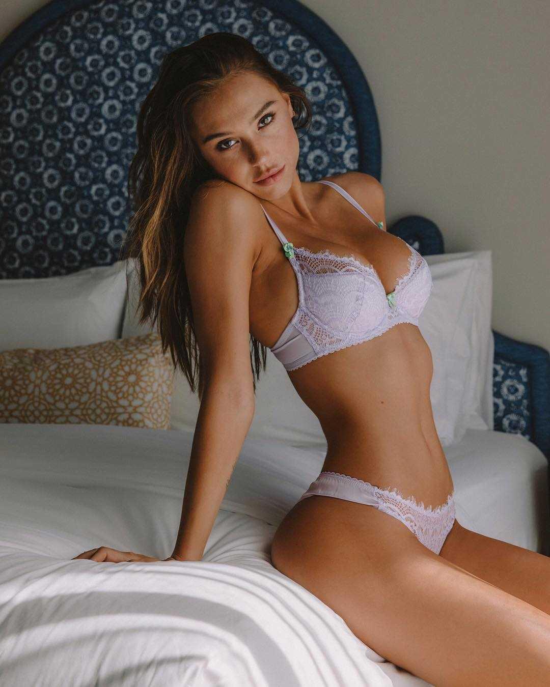 Alexis Ren sexy busty picsd