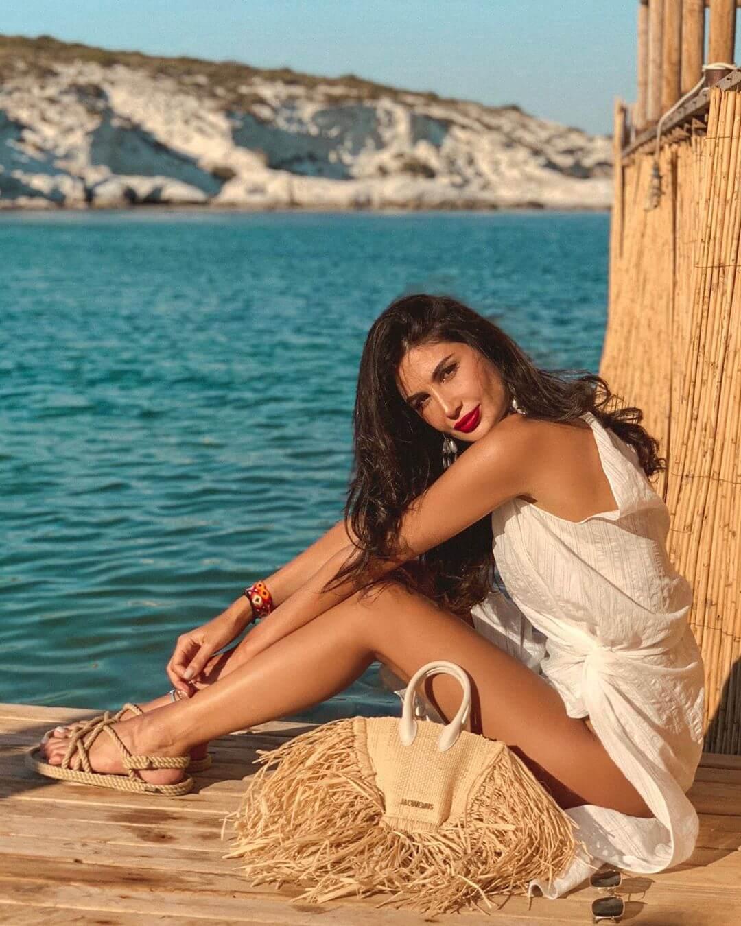 Alice Abdel Aziz hot legs